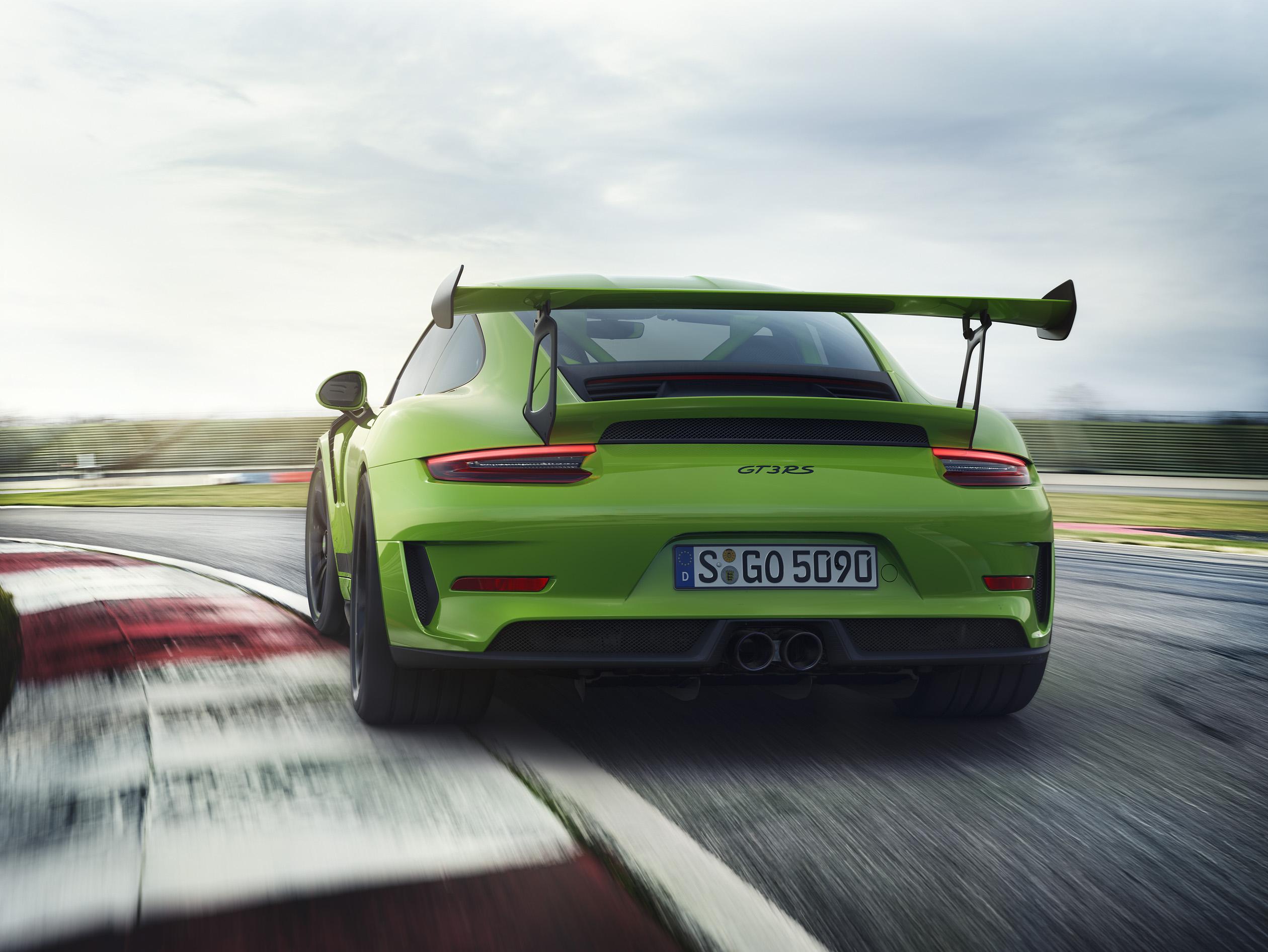 nuova porsche 911 gt3 rs verde coda pista cordolo