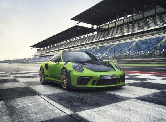 Porsche 911 GT3 RS 2018 3/4 laterale anteriore destra statica su rettilineo in pista