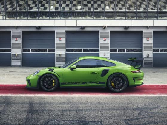 Porsche 911 GT3 RS 2018 verde e nera laterale statica ai box
