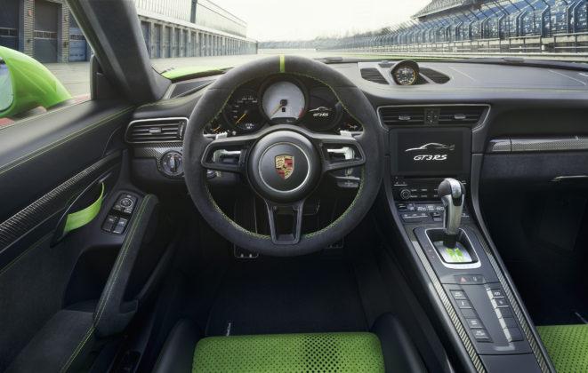 nuova porsche 911 gt3 rs abitacolo volante