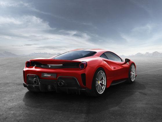 Ferrari 488 pista 3/4 laterale posteriore destra statica rossa