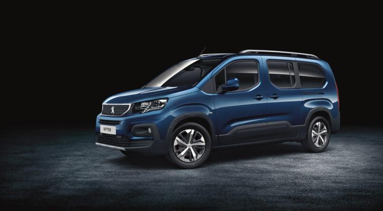 Peugeot Rifter 3/4 laterale anteriore sinistra statica in studio blu