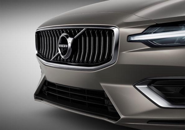 Nuova Volvo V60 dettaglio avantreno e paraurti