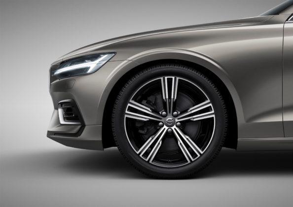 Nuova Volvo V60 dettaglio cerchione anteriore sinistro