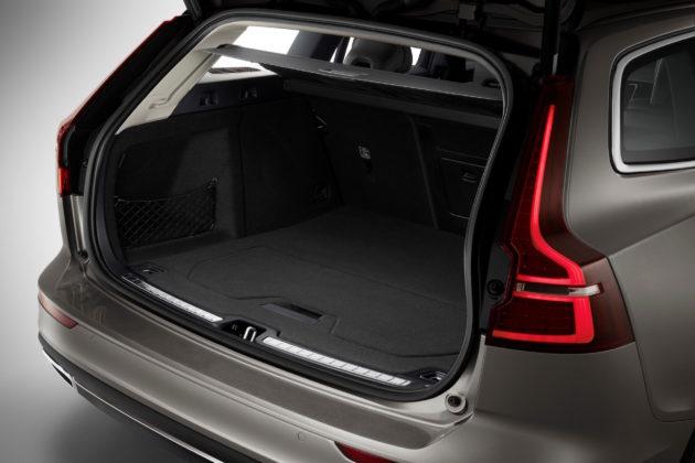 Nuova Volvo V60 dettaglio bagagliaio aperto