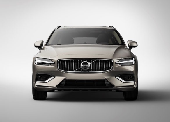 Nuova Volvo V60 frontale in studio statica
