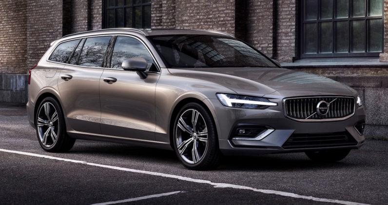 Nuova Volvo V60 3/4 laterale anteriore destra statica su strada