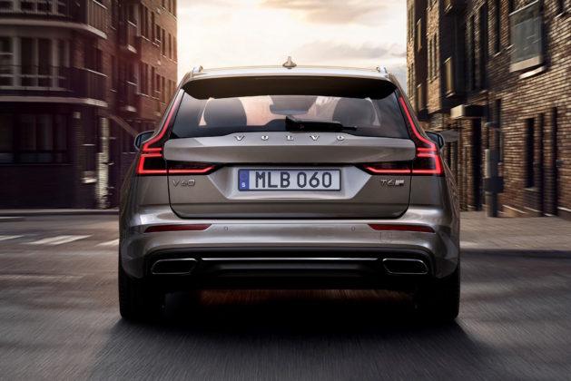 Nuova Volvo V60 posteriore in movimento su strada
