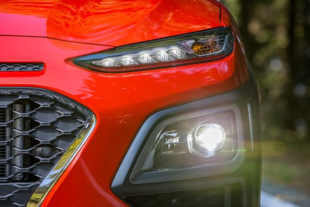 Hyundai Kona 2018 dettaglio faro anteriore sinistro
