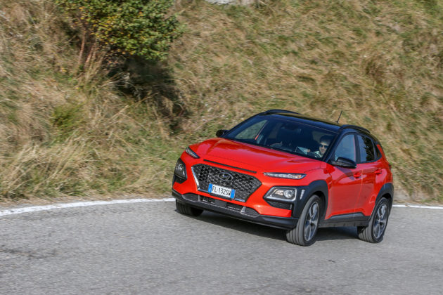 Hyundai Kona 2018 3/4 laterale anteriore sinistra su strada