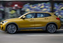 BMW X2 movimento laterale
