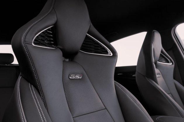 Opel Insignia GSi con sedili sportivi certificati AGR
