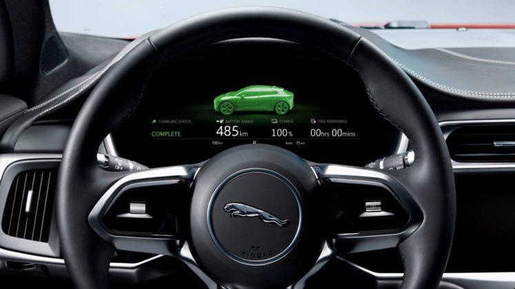 Jaguar i Pace schermo davanti al volante
