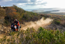 KTM ADVENTURE RALLY 2018 3/4 laterale anteriore sinistra su sterrato
