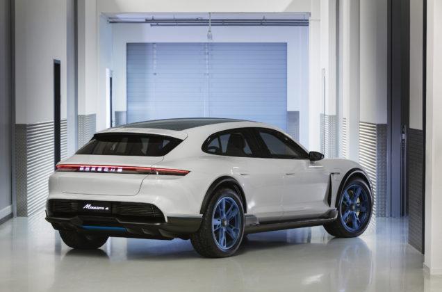 Porsche Mission E Cross Turismo coda fabbrica