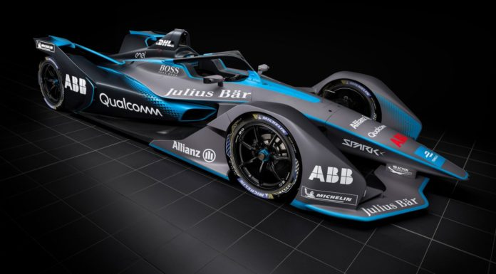 Formula E 2018 3/4 laterale anteriore destra statica in studio