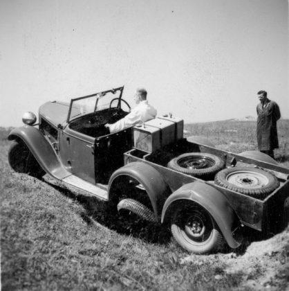 Škoda 903 del 1936 veicolo militare a 4 ruote motrici impegnato in twist