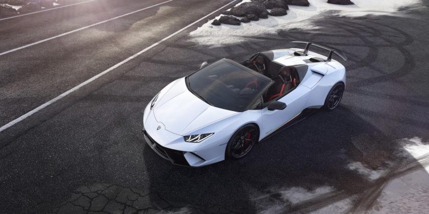 Lamborghini Huracan Performante Spyder 3/4 laterale anteriore sinistra dall'alto