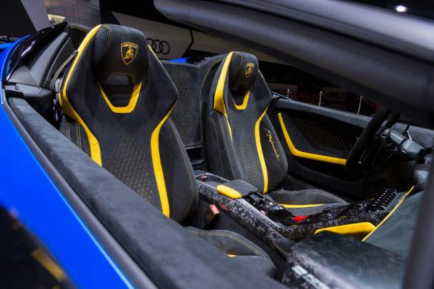 Lamborghini Huracan Performante Spyder dettaglio sedili anteriori