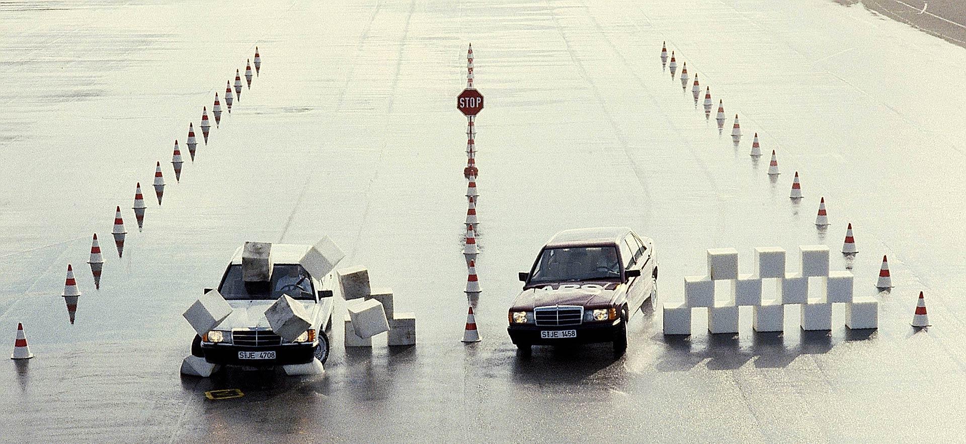 Bosch durante i test su Mercedes del sistema ABS, frenata ed evitamento ostacolo