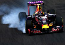 Formula 1 Red Bull in staccata a ruote fumanti