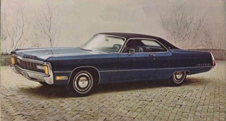 Chrysler Imperial blu con capote nera
