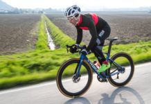 Specialized S-Works laterale in movimento su strada