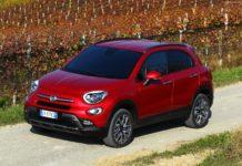 Fiat 500X 2015 1600 rossa 3/4 laterale anteriore sinistra in movimento