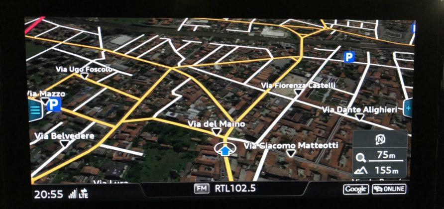 Audi Q2 dettaglio navigatore su schermo centrale