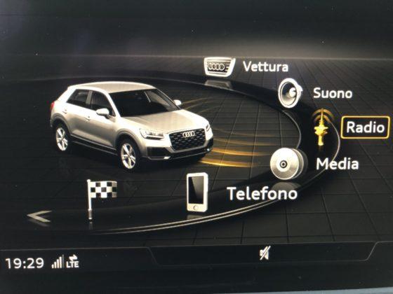 Audi Q2 dettaglio schermo centrale