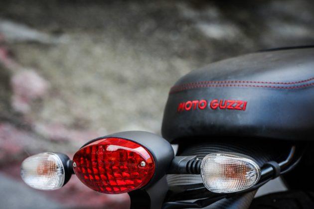 Guzzi V7III Carbon dettagliofaro posteriore