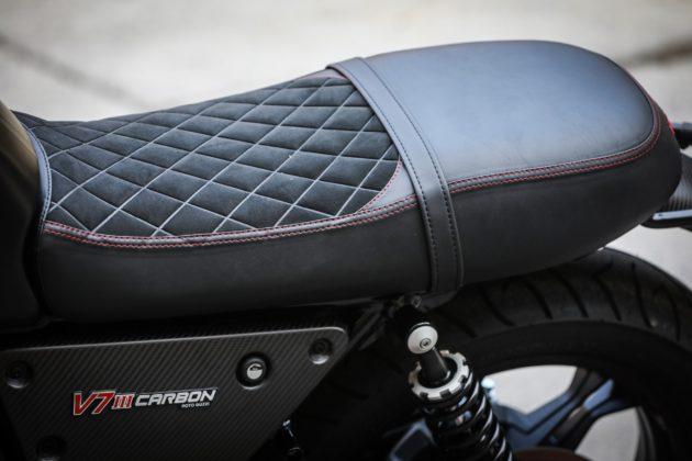 Guzzi V7III Carbon dettaglio sella e ammortizzatore posteriore