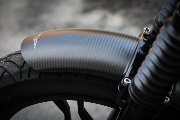 Guzzi V7III Carbon dettaglio parafango anteriore