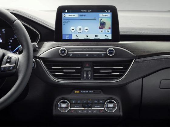 Nuova Ford Focus dettaglio schermo centrale