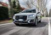 Audi Q2 3/4 laterale anteriore sinistra in movimento