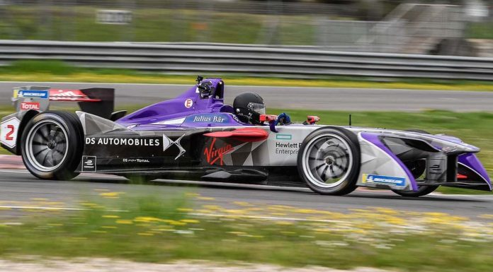 Formula E DS Virgin Racing laterale in movimento