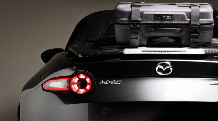 Mazda MX 5 Grand Tour dettaglio faro posteriore sinistro e valigia