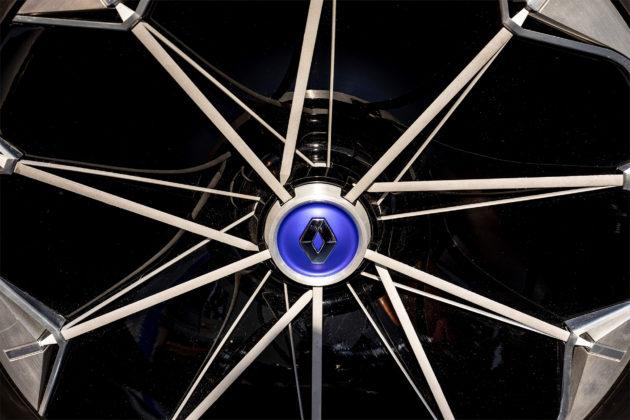 Renault Symbioz nuovo design dettaglio cerchioni in esposizione Salone del mobile di MIlano