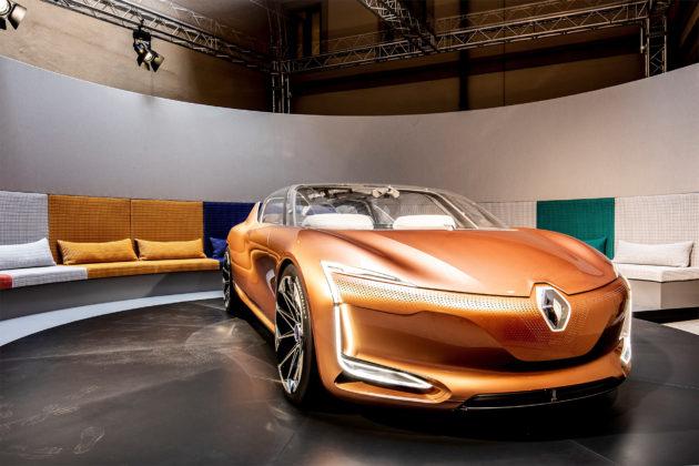 Renault Symbioz nuovo design 3/4 laterale anteriore destra in esposizione Salone del mobile di MIlano