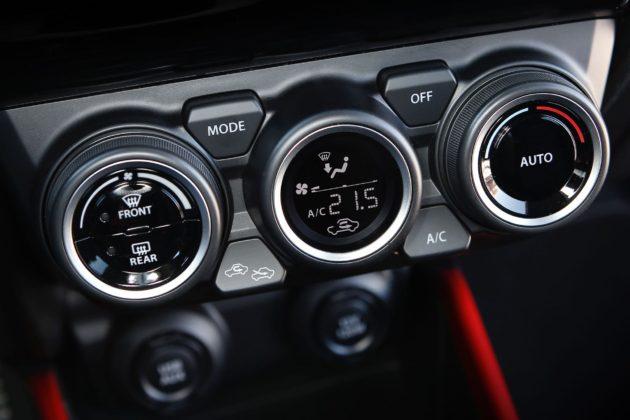 Suzuki Swift Sport 2018 dettaglio interno