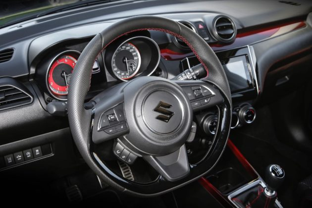 Suzuki Swift Sport 2018 dettaglio interni