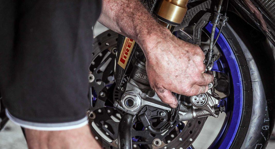 Yamaha R1M dettaglio meccanico pastiglie freni