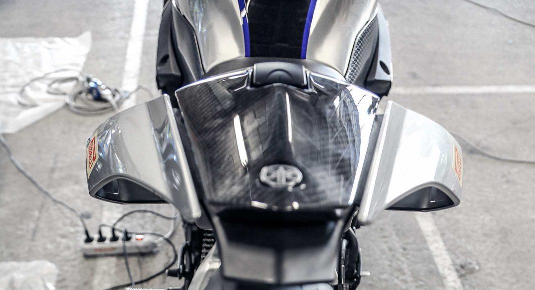 Yamaha R1M posteriore con termocoperte