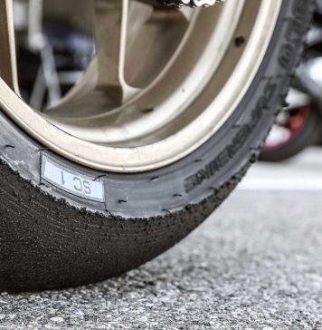 Pirelli moto da corsa consumate