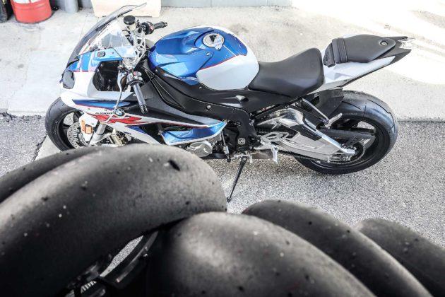 Pirelli moto da corsa con BMW