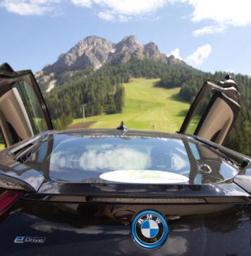 ECOdolomites 2018 BMW posteriore con montagna