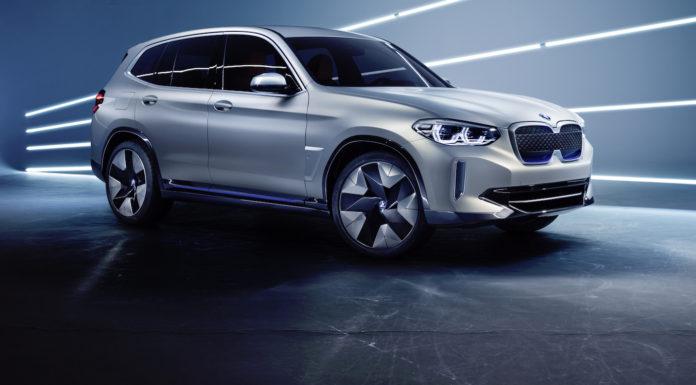 BMW concept ix3 3/4 laterale anteriore destro grigia