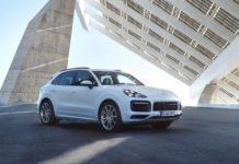 Porsche Cayenne E Hybrid 3/4 laterale anteriore destro bianco