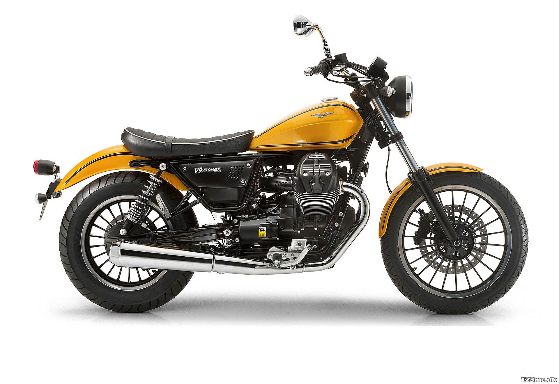 La Moto Guzzi V9 Roamer in livrea gialla