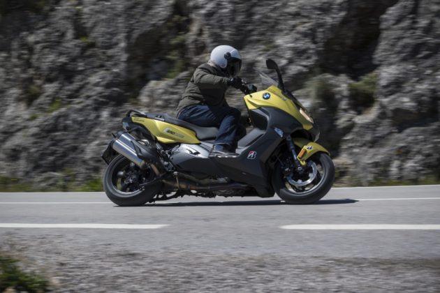 Bridgestone Battlax SC2 su scooter in piega